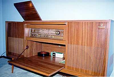 meuble radio annee 60 table de lit a roulettes. Black Bedroom Furniture Sets. Home Design Ideas